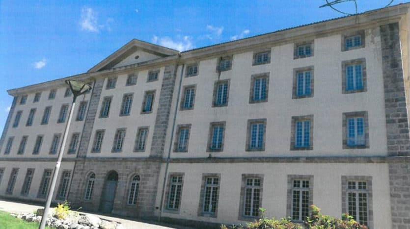 abbaye-cistercienne-seauve-sur-semene-43140-facade